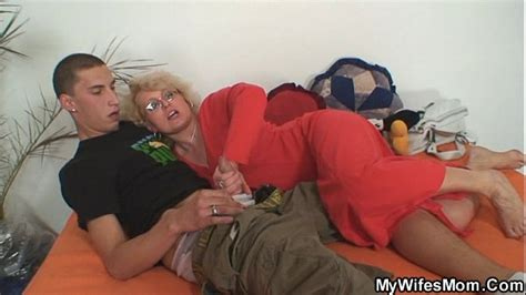 Wife Finds Him Fucking Her Old Mom Xvideos Com