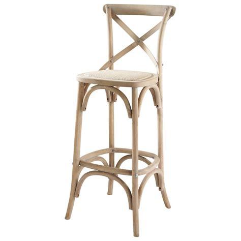 chaise de bar bois chaise de bar en rotin et bois tradition maisons du monde