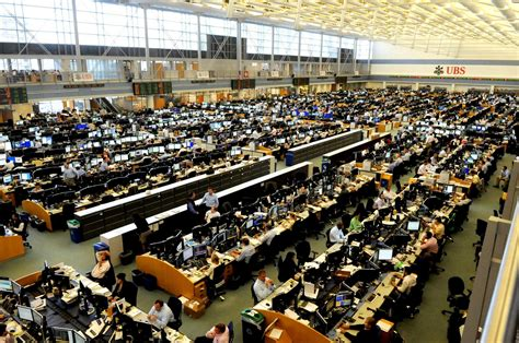 Ubs Trading Floor Stamford Ct by Stamford Could Gain From Ubs Exit Of New York Space