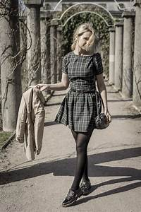 Retro style outfit idea. Casual dress ootd photoblog. Spring look.