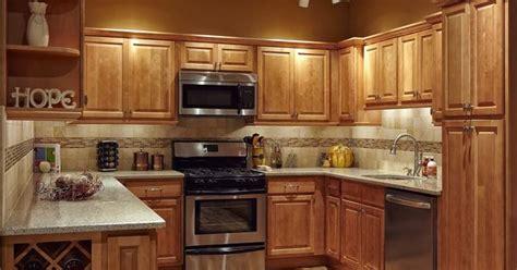 kitchen backsplash pictures with oak cabinets maple kitchen cabinets countrertops and cabinets