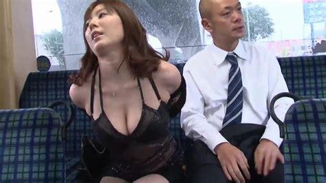 Une Superbe Japonaise Baise Avec Un Inconnu Dans Le Bus Fr
