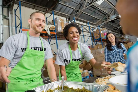 soup kitchen volunteer what generosity does to your brain and expectancy