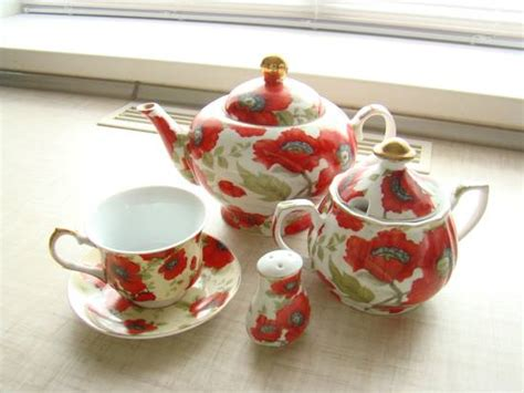 poppy dishes dinnerware showy dinnerware and kitchenware with red poppy flower designs