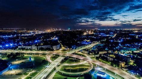 Latvijā turpina pieaugt vieglo transportlīdzekļu skaits, straujāku popularitāti iegūst videi ...
