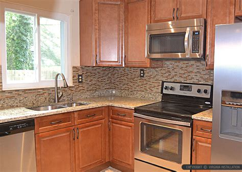 pictures of kitchen backsplashes with granite countertops brown glass tile santa cecilia countertop 9721