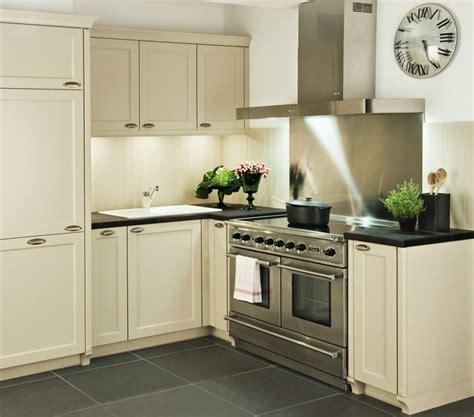 cuisine anglaise cuisine de chef darty avec piano de cuisson en inox une