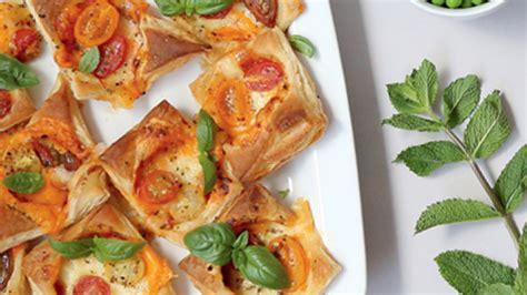 Kārtainās rauga mīklas mini picas — Santa