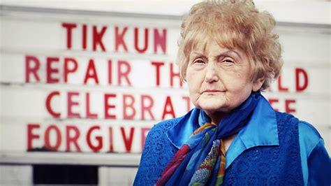 holocaust survivor eva kor reveals   hugged
