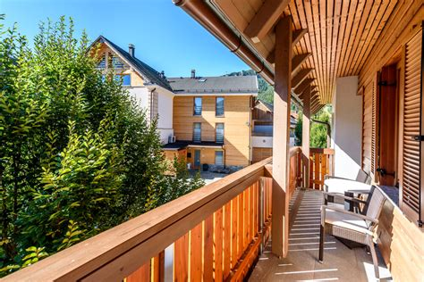 6 Options For Apartment Balcony Privacy