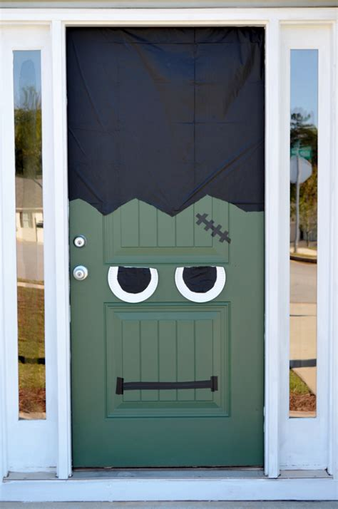 fun spooky   easy diy halloween door decorating ideas