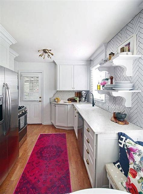 line kitchen cabinets best 25 small galley kitchens ideas on 3807