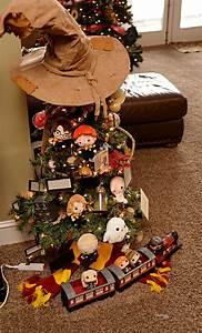 Harry Potter Decoration : harry potter christmas tree housewife eclectic ~ Dode.kayakingforconservation.com Idées de Décoration