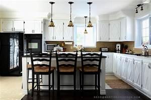 armoires de cuisine peinturees changement lumineux With peindre des armoires de cuisine en bois