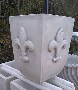 Pflanzkübel Eckig Beton : pflanzk bel eckig mit franz schischer lilie ~ Sanjose-hotels-ca.com Haus und Dekorationen