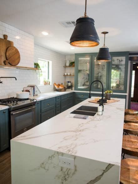 Fixer Upper: Old World Charm for Newlyweds   Kitchen