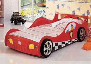 Lit En Forme De Voiture : lit enfant voiture pour les futures pilotes de f1 ~ Teatrodelosmanantiales.com Idées de Décoration