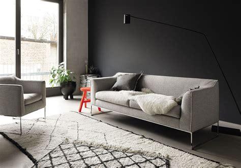 canape cuir contemporain le noir blanc s invite au salon décoration