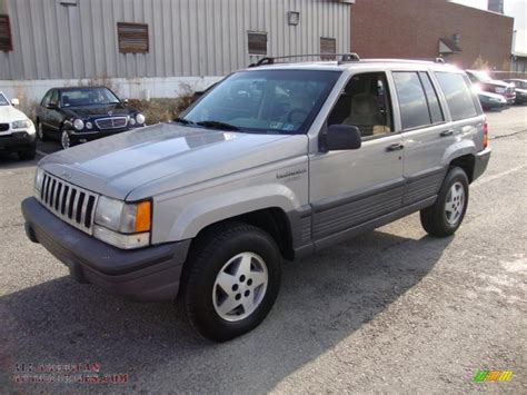 1995 jeep grand cherokee 1995 jeep grand cherokee laredo 4x4 in light drift wood