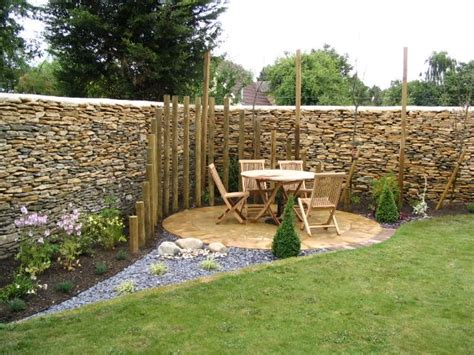 landscaping tips round corner patio with palisade effect partial enclosure that adds interest deck and patio