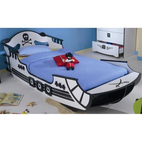 chambre bateau pirate lit bateau de pirate pour enfant lit pour enfant enfant