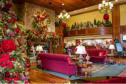 Christmas Hotel Round Celebrates Lobby
