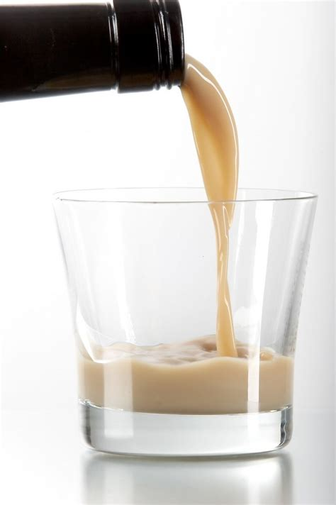 White granulated sugar, vanilla extract, rum, coffee, vanilla beans. Coffee Cream Liqueur   Irish cream, Kaffeesirup, Alkoholische getränke