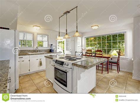 cuisine de a 0 z intérieur moderne blanc lumineux de cuisine avec l 39 île et