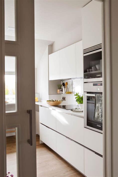 amplitud de miras en  cocinas pequenas  muy bien