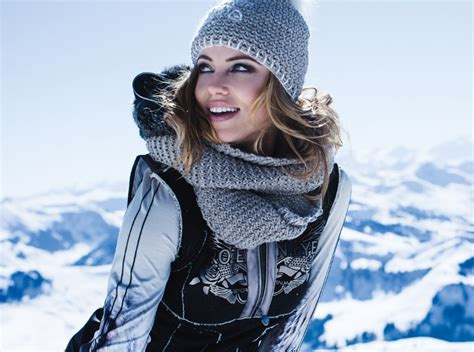 Best Womenu0026#39;s Snowboard Jackets Top Products for Your Money