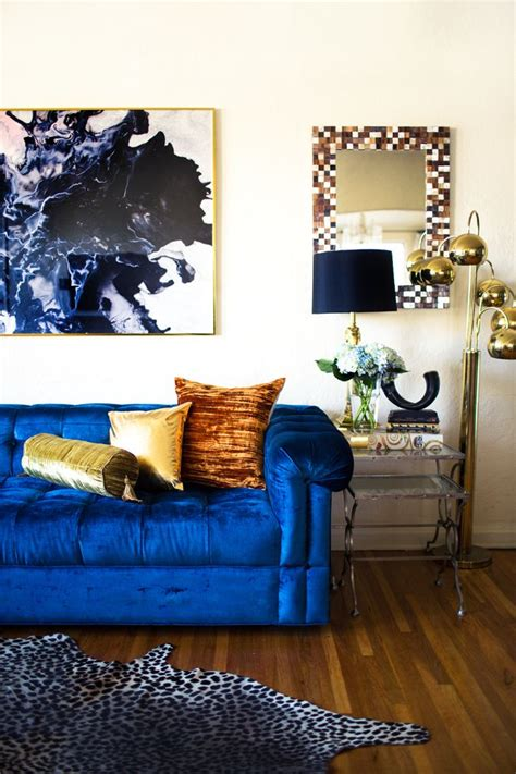 stunning living rooms  blue velvet sofas