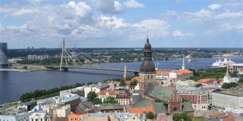 Apstakliem spitejot: Baltijas valstu tautsaimniecibas ...