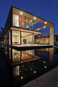 Luxurious California Residence Blurs Boundaries Of