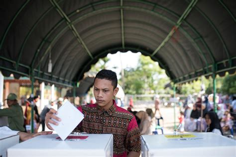 aceh indonesia april 2019 acehnese give voting rights at ballot polling stations during
