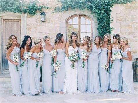 Madrinhas De Casamento Com Vestidos Da Mesma Cor. Como