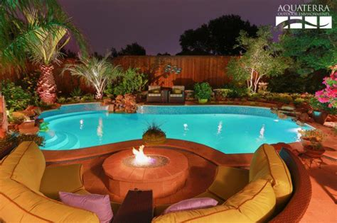 20 Sophisticated Outdoor Fire Pit Designs Near The