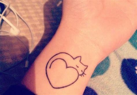 tatouage interieur poignet femme 28 images tatouage sur le poignet tatouage page 3 sur 22