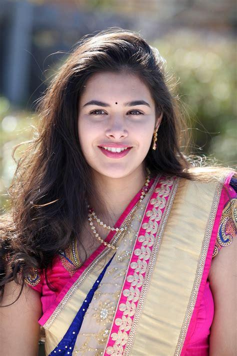 Beauty Galore HD : Divi Prasanna Blue Sari Latest Hot Photos