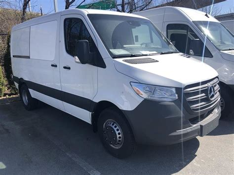 There are two wheelbase lengths (144 inches and 170 inches) and two roof heights (67.7 and the 3500 xd has a total payload of 5,684 pounds, while towing the same amount as the regular 3500. Mercedes-Benz Boundary | 2019 Mercedes-Benz Sprinter V6 3500XD Cargo 144 | #19859873