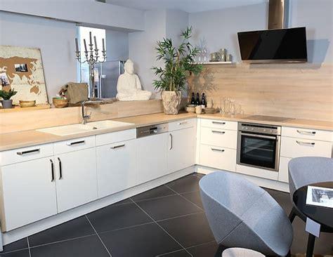 Schüllermusterküche Küche In Lform Mit Cremefarbenen