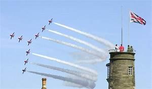 File:US Navy 050626-N-9565D-009 The British Royal Air ...