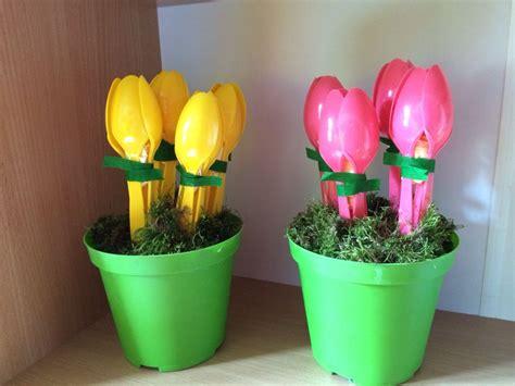 fiori con cucchiai di plastica fiori tulipani con cucchiai primavera lavoretti mamma