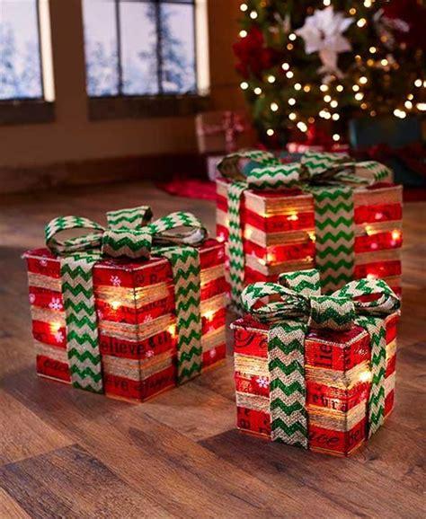 sylvania 3 piece lighted gift box set christmas outdoor yard decor set of 3 lighted gift box decor dramatic accent lighting 2 col ebay
