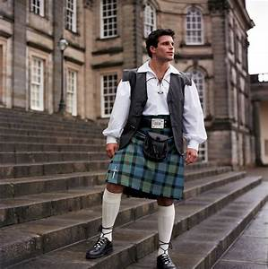 the lost beagle: Men in Kilts