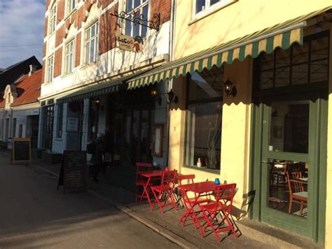 le coq cuisine unimpressive food inflated prices review of cafe lecoq