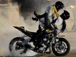 Moto Et Motard : france motard un motard fait l 39 amour sur sa moto et sur l 39 autoroute youtube ~ Medecine-chirurgie-esthetiques.com Avis de Voitures