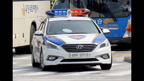 Seoul (south Korea) Police Car Responding With Lights