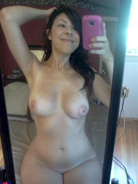 Silly And Sexy Latina Gf Posing Nude Shesfreaky