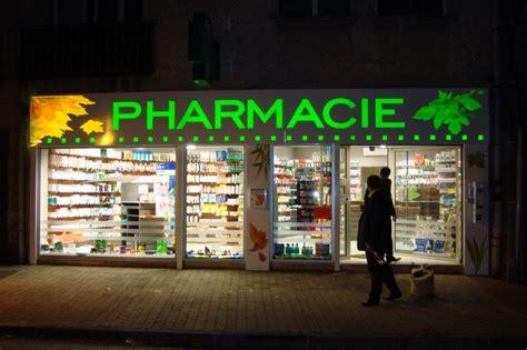 au bureau aix les bains enseigne de pharmacie en bandeau lumineux détouré pour la
