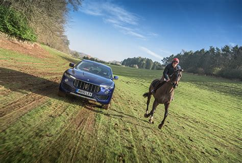 horse vs maserati levante race skelton versus win cavallo chavenage gara between brothers cotswolds stages suv regno unito nel skeltons